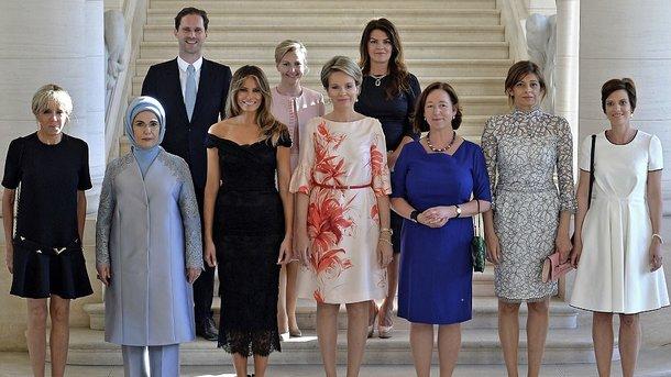 Супруг премьера Люксембурга позировал нафото сжёнами лидеров НАТО