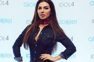 Анна Седокова показала пышную грудь