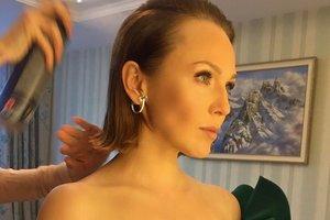 Альбина Джанабаева в наряде с пикантным декольте вышла в свет с Валерием Меладзе