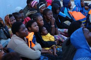 В Средиземном море за четыре дня спасли около 10 тысяч мигрантов