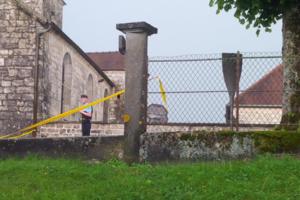 Вандалы осквернили могилу Шарля де Голля во Франции