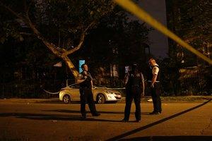 В США мужчина расстрелял восемь человек в трех домах