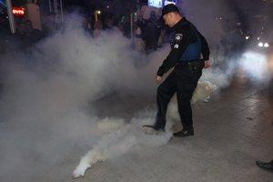 Петарды, дымовые шашки и потасовка: в Одессе протестуют против концерта Лободы