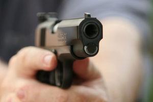 В Киевской области полицейский, прибывший на семейную ссору, отстреливался от дебошира