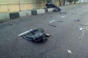 В Одессе после столкновения со столбом авто разорвало на части
