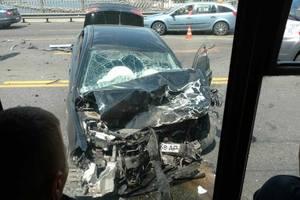 В Киеве на мосту Патона лоб в лоб столкнулись два авто