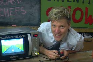 Чудо-печь: блогер превратил микроволновку в игровую приставку
