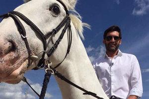 """Тренер """"Шахтера"""" Паулу Фонсека на коне"""