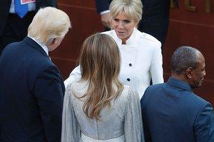Мелания Трамп в роскошном наряде от Dolce & Gabbana затмила Бриджит Макрон