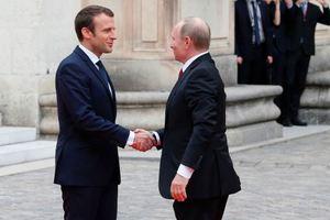 Как Макрон встречал Путина: опубликованы фото