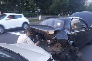 Семейное ДТП в Киеве: жена на полном ходу влетела в авто супруга