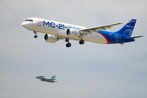 Полет нового российского пассажирского самолета засняли из кабины пилотов (видео)
