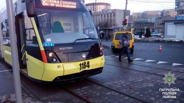 Трамвай на Сыхов, который открыли прошлой осенью. Фото: патрульная полиция Львова
