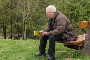 """Пенсии снизят, а пенсионный возраст """"повысят"""" для каждого второго: возможные последствия реформы для украинцев"""