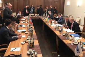 """Переговоры заместителей глав МИД """"нормандской четверки"""" начались в Берлине"""