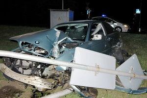 В Киеве пьяный водитель на BMW снес светофорный столб
