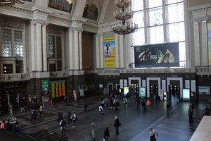 В Киеве на ж/д вокзале СБУ остановила мужчину с карабинами