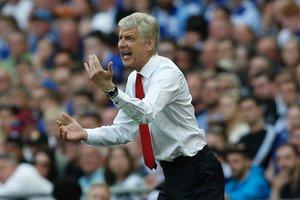 "Уже 21 год тренирующий ""Арсенал"" Арсен Венгер продлил контракт еще на два года"