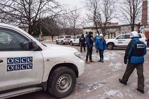Вооруженный боевик не пропустил миссию ОБСЕ через блокпост на Донбассе