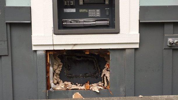 Это LOL вообще, OMG просто: воры случайно сожгли все деньги в банкомате, пытаясь его вскрыть