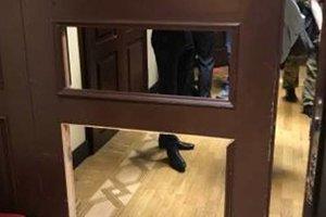 В Киевраде во время потасовки выбили двери и проломили стены