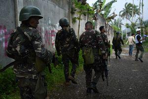В столице Филиппин боевики ИГ напали на отель у аэропорта