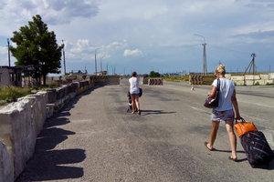 Украинские пограничники задержали более 100 иностранцев на границе Крыма