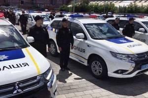 """В Днепре полицейские области получили почти 40 новых """"гибридов"""" Mitsubishi"""