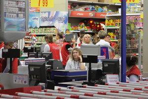 Магазины в Украине нарушают условия хранения продуктов: как уберечь здоровье