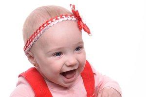 """Фотоконкурс """"Улыбки киевских малышей"""": Маргаритка любит обнимашки"""