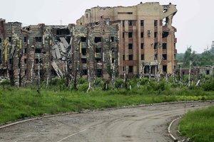 Боевики из минометов обстреляли жилой район Красногоровки и школу