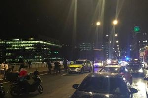 Серия атак в Лондоне: возле рынка Боро - стрельба, а на Лондонском мосту фургон въехал в пешеходов