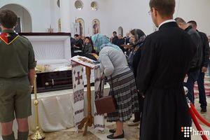 Проститься с кардиналом Любомиром Гузаром в воскресенье пришли десятки тысяч киевлян
