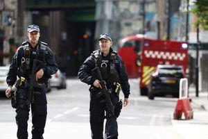 Полиция в Лондоне сделала по террористам около 50 выстрелов, случайно ранив прохожего