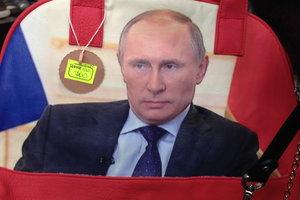 Комиссионки в Луганске: портрет Путина, библия секса, георгиевские ленты и чехлы на iPhone