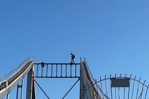 В Киеве руфер сорвался с моста (18+)