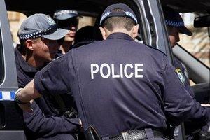 В Австралии вооруженный мужчина взял в заложники женщину и застрелил человека - СМИ
