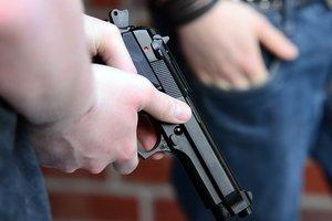 В одесском сквере хулиганы открыли стрельбу: пострадала женщина