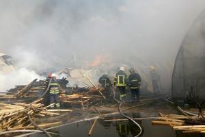 Как тушат масштабный пожар под Киевом: на борьбу с пламенем прибыли 40 спасателей