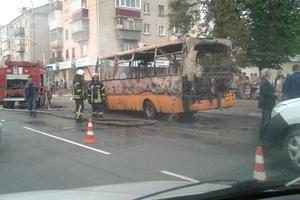 Под Киевом на дороге сгорела маршрутка: новые подробности ЧП