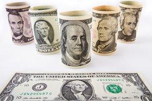 В Украине после Троицы замерли доллар и евро