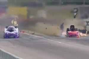 Гоночный автомобиль взорвался на скорости 500 км/ч