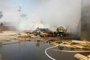 Подробности масштабного пожара в Броварах: огонь смогли потушить только утром