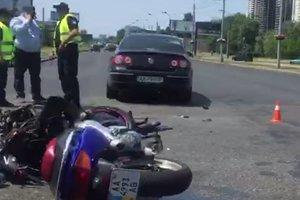 В Киеве мотоцикл столкнулся с машиной, байкер в реанимации