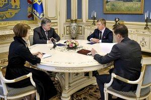 Порошенко обсудил с Коболевым и Зеркаль решение Стокгольмского арбитража