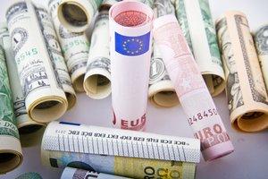 В Украине упал курс доллара и вновь взлетает евро
