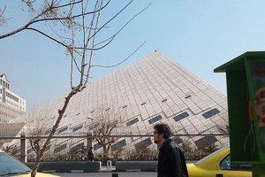 На парламент Ирана напали с оружием: есть раненые