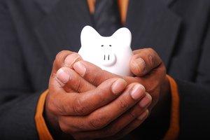 Как правильно потратить зарплату, меньше платить за коммуналку и продукты: советы экспертов