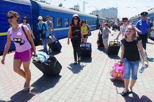 Маршруты четырех поездов в Украине продлили до прибрежных курортов