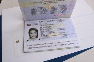 Донецк готовится к безвизу: очереди и биометрический паспорт за 5 тысяч